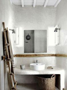 Dans cette salle de bain les murs et le plan toilette ont été enduits de…