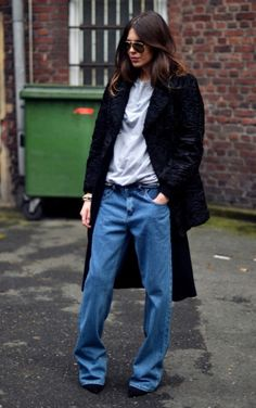 25 Ways to Style Baggy Jeans All Winter Long - cozy long winter coat, baggy blue jeans + pointy toe heels