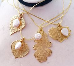 Real Gold Leaf Pendant Necklaces with Seed pearls by WoodSmith Dainty Gold Jewelry, Leaf Jewelry, Jewelry Art, Jewelry Design, Gold Jewellery Wallpaper, Hardware Jewelry, Gold Models, Gold Earrings Designs, Or Antique