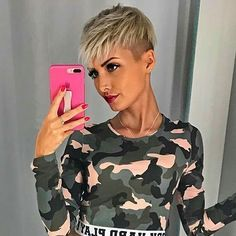Hairstyles 2017 Pixie haircut is really appealing and perfect idea for ladies who want to change their looks completely. So today I will show you the latest pixie haircut. Cute Short Haircuts, Sassy Hair, Corte Y Color, Haircut And Color, Short Blonde, Short Styles, Short Hair Cuts For Women, Short Cuts, Funky Hairstyles