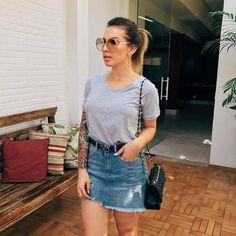 Saia jeans e t shirt cinza denim mini skirt, feminine style, skirt outfits, Fall Fashion Outfits, Autumn Fashion, Girl Fashion, Summer Outfits, Casual Outfits, Cute Outfits, Skirt Outfits, Denim Mini Skirt, Casual Chic