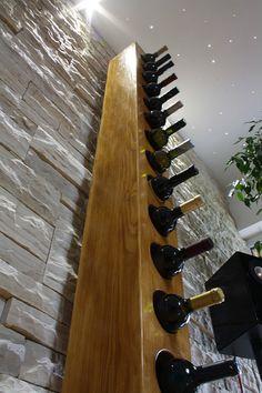 Estante del vino madera maciza grande 14 botellas / por WooDesignHR