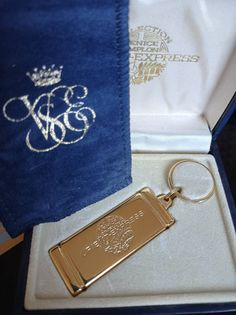 Venice Simplon Orient Express Gold Tone Ingot Keyring. In Original Presentation Box. Luxurious Design. English Tea Time, Simplon Orient Express, Agatha Christie, Vintage Gifts, Happy Mothers, Venice, Presentation, Pouch, Personalized Items