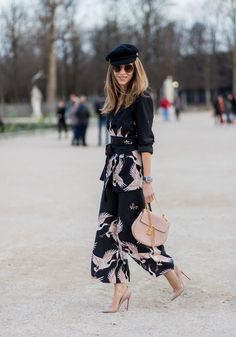 Alexandra Lapp wearing Printed jacket with contrasting sash belt lapel collar and long sleeves from Zara in black with rose birds Matching flowing. Zara Fashion, Fashion Outfits, Fashion Trends, Moda Zara, Street Chic, Fashion Pictures, Classy Outfits, Couture Fashion, Spring Summer Fashion