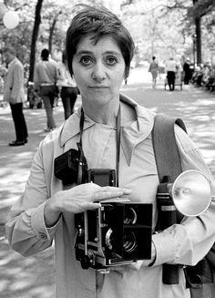 Vintage Cameras Diane Arbus with her Mamiya camera, 1967 Best Camera For Photography, Photography Camera, White Photography, Street Photography, Ethereal Photography, Photography Journal, Diane Arbus, Girls With Cameras, Old Cameras