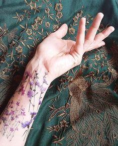 tatuaż zmywalny Kwiaty polne LAS I NIEBO tatuaże rysunek kwiaty polne Vine Tattoos, Flower Tattoos, Body Art Tattoos, Sleeve Tattoos, Pretty Tattoos, Unique Tattoos, Beautiful Tattoos, Cool Tattoos, Tattoos For Women Small
