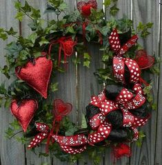 35 CUTE VALENTINE'S DAY WREATHS TO LIVEN UP YOUR FRONT DOOR - Wonder Cottage