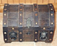 Large PIRATE Jewelry Chest LION HEAD Wood Gothic Box Medieval Felt Lined 2 Piece