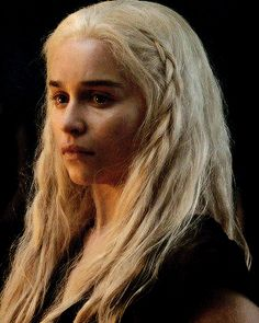 I am a khaleesi of the Great Grass Sea Elven Queen, Emilia Clarke Daenerys Targaryen, Game Of Thones, Game Of Thrones Art, Mother Of Dragons, Fantasy Dress, Valar Morghulis, Khaleesi, Badass Women