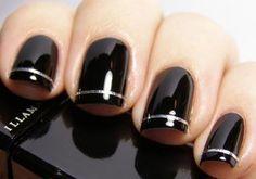 Reprodução      As fitas metalizadas tem sido bastante utilizadas para dar um toque sofisticado no acabamento das unhas decoradas. Como ...
