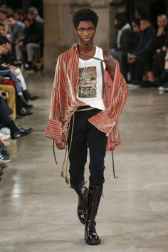 Demeulemeester Fall 2018 Menswear Fashion Show The complete Ann Demeulemeester Fall 2018 Menswear fashion show now on Vogue Runway.The complete Ann Demeulemeester Fall 2018 Menswear fashion show now on Vogue Runway. Mens Fashion 2018, New Fashion Trends, Runway Fashion, Trendy Fashion, Men's Fashion, Fashion Design, Fashion Menswear, Affordable Fashion, Urban Fashion