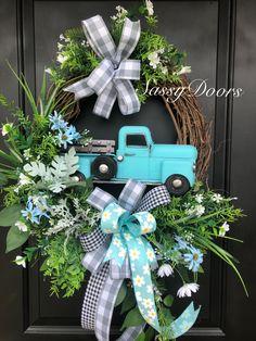 Home of the original truck wreaths. Wreath Crafts, Diy Wreath, Diy Crafts, Wreath Ideas, Tulle Wreath, Burlap Wreaths, White Wreath, Grapevine Wreath, Easter Wreaths