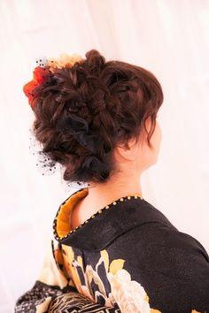 2017年度成人式の女の子 前撮り撮影致しました 黒のドットのチュールで可愛らしく  サイドからの編...