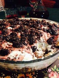 Στην οδό Θεμιστοκλέους γινόταν πανηγύρι. Εκείνο το καλοκαίρι του '87 απόγευμα Ιουνίου και οι καρδιές έσπαγαν. Φωνές, βρισιές, χειροκροτήματα και όλα... Great Desserts, Greek Recipes, Cake Cookies, Food Processor Recipes, Food To Make, Cake Recipes, Sweet Tooth, Deserts, Sweets
