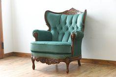 イギリスビンテージ 彫刻入り 一人掛けアームソファ(ウィングバックチェア) Wingback Chair, Armchair, Baroque Furniture, Bedroom Sofa, Classic Sofa, Antique Chairs, Blue Walls, Sofas, Accent Chairs