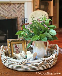 Summer in the family room by Our Southern Home sponsored by Balsam Hill Country Decor, Farmhouse Decor, Table Centerpieces, Table Decorations, Quinceanera Centerpieces, Wedding Centerpieces, Southern Cottage, Country Style Homes, Decorating Coffee Tables