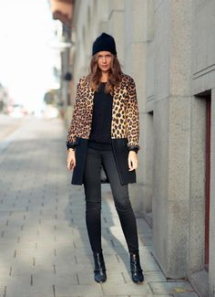 carolinesmode wearing the zara half n half leopard coat Only Fashion, Womens Fashion For Work, Look Fashion, Fashion Outfits, Beanies Fashion, Zara Fashion, Casual Chic, Casual Fall, Looks Camisa Jeans