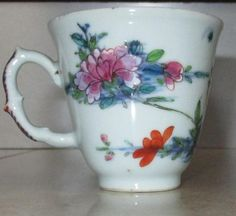 ANTIQUE CHINESE EXPORT 18TH CENTURY PORCELAIN COFFEE CUP   £50