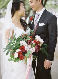 Haru and Mingyi's big day mixed traditions of a Taiwanese wedding and a Japanese wedding to bring both of their heritages into their ceremony. Red Wedding Flowers, Bouquet Wedding, Red Cake, Japanese Wedding, Museum Wedding, Dallas Wedding, Wedding Couples, Red And Pink, Annie