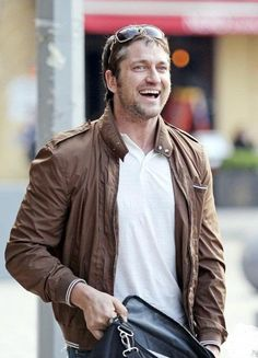 Gerard Butler~he looks so happy! Nice 2 see!~AD
