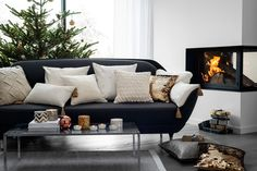 HM Home Winter 2014 gets into the Holiday Spirit Find Furniture, Home Decor Furniture, H&m Christmas, Simple Christmas, Hm Home, Inside Home, Color Plata, Velvet Cushions, Christmas Inspiration