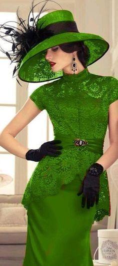 of bride/groom dress in greenMother of bride/groom dress in green Vintage Dresses, Vintage Outfits, Vintage Fashion, Look Retro, Moda Casual, Groom Dress, Groom Outfit, Outfit Jeans, Mode Vintage