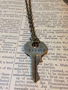 Steampunk Doctor Who Inspired TARDIS Key Necklace por morbidxtasy