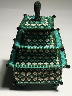 LaGrif Bijoux Geometri e altre creazioni by Maria Cristina Grifone. Scatola Shinjin. Design by Julia Pretl. Handmade by LaGrif
