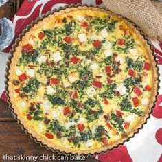 This Sundried Tomato and Spinach Quiche sure hit the spot when we needed a meatless meal for dinner. Bill was dropping not so subtle hints about making tuna casserole, so I was delighted that this egg and veggie pie was a home run.