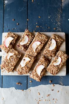 Gluten Free Apple Crumble Breakfast Bars. Swap the honey for maple and make these #vegan