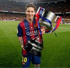FOTO Leo Messi (Barcellona) con la Coppa del Re vinta ieri sera