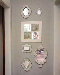 O final do #corredor para os quartos. #molduras e #espelhoa