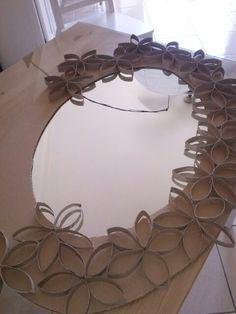 Applicare i fiori creati con i rotoli di carta igienica