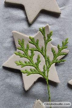 Clay decorations for Christmas trees – Ciloubidouille - Weihnachten Decorations For Christmas Trees, Christmas Centerpieces, Centerpiece Ideas, Halloween Decorations, Christmas Clay, Christmas Projects, Christmas Ornaments, Christmas Tree Star, Ceramic Christmas Trees