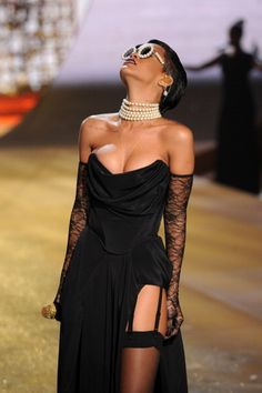 #Rihanna Victoria's Secret Show