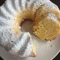 Da seit neuestem mein Handmixer kaputt ist, kann ich nur noch Kuchen mit Schneebesen backen Daher heute Ein fünf Minuten Schneebesen Rezept - Zitronenkuchen