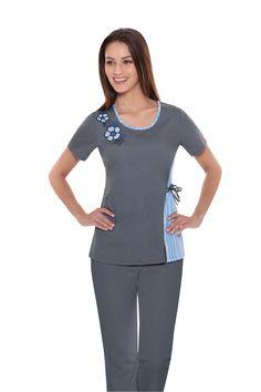 #scrubs #dickies #fall2013 Suit Fashion, Fashion Prints, Fashion Outfits, Jaanuu Scrubs, Scrub Shoes, Medical Scrubs, Nurse Scrubs, Nursing Accessories, Scrubs Uniform