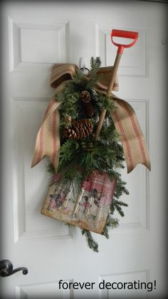 decorate snow shovel for winter door decoration wreath - Dekoration Burlap Christmas Tree, Mini Christmas Tree, Christmas Wreaths, Christmas Crafts, Winter Wreaths, Christmas Ideas, Xmas, Spring Wreaths, Primitive Christmas