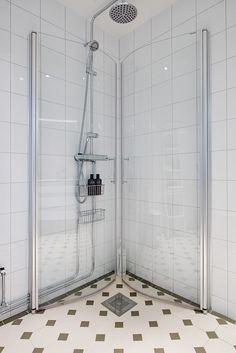 Vikbara duschväggar & golvvärme