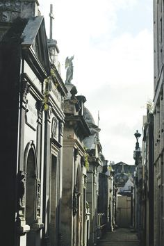 Cemitério da Recoleta | Compra-se Um Fusca Beautiful World, Cemetery, Westerns, Times Square, Wordpress, Travel, Beetle Car, Shopping, Buenos Aires