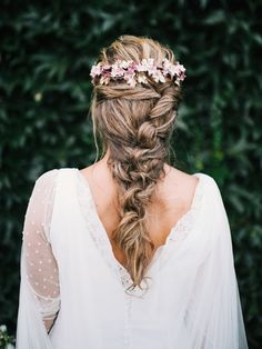 Pelayo Lacazette Tocados Le Touquet long thick boho bohemian braid with a flowercrown Best Wedding Hairstyles, Bride Hairstyles, Messy Hairstyles, Pretty Hairstyles, Fashion Hairstyles, Medium Hair Styles, Long Hair Styles, Bohemian Braids, Wedding Braids