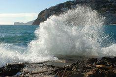 Grandes-olas-chocan-contra-las-rocas-de-Mallorca.jpg (1280×856)