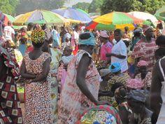 Market, Guinea-Bissau...... Floortje reist naar een opvangcentrum  voor chimpansees... 26 februari 2017.