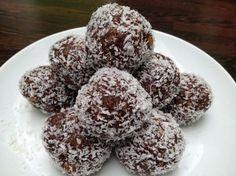 Πανεύκολα σοκολατένια τρουφάκια με καρύδια και ινδοκάρυδο