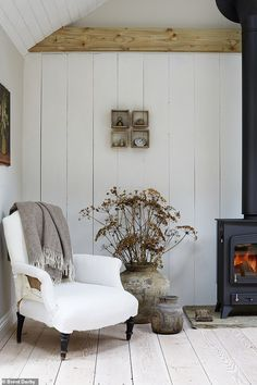 The Laid Back Farmhouse: A lofty extension meets time-worn layers and chalky whites - YOU Magazine Fixer Upper, Urban Cottage, Wooden Chopping Boards, French Table, Ikea, Aging Wood, Natalie Wood, White Backdrop, Green Carpet