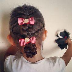今朝の娘ヘアアレンジ。  編み込みしておだんご。  この後…おだんごは上のほうがよかった!と機嫌悪くされた。。。 ちっ😒  #今朝の娘ヘアアレンジ #子供ヘアアレンジ #子供のヘアアレンジ#ヘアアレンジ#5才 #年長#あみこみ #編み込み#おだんご#hairarrange #kidshairstyles #kidshairarrange #ママ#ママモデル#mama#mamamodel