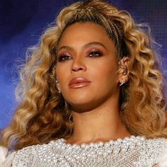 #Queenofbeauty #FirstLadyofmusic #QueenB #KingJ #yonce💋 #gorgeous😍🔥 #hov👌 #Beyonce#JayZ #Nashville #OTRII 😌🙃😉👊🏻 Beyonce Ponytail, Halo Beyonce, Beyonce And Jay Z, Front Braids, Pretty Hurts, Beyonce Knowles Carter, High Ponytails, Black Prom, Doja Cat