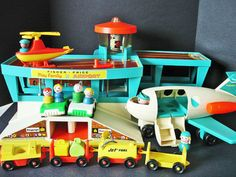 FISHER-PRICE PLAY FAMILY AIRPORT PLAYSET