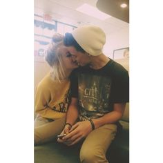 cute couples Tumblr нσρєℓєѕѕ яσмαитι ❤ liked on Polyvore featuring couples, cute couples, cute, instagram and backgrounds