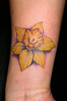 What does daffodil tattoo mean? We have daffodil tattoo ideas, designs, symbolism and we explain the meaning behind the tattoo. Yellow Flower Tattoos, Daffodil Flower Tattoos, Birth Flower Tattoos, Flower Wrist Tattoos, Beautiful Flower Tattoos, Flower Tattoo Designs, Floral Tattoos, Mum Tattoo, Sister Tattoos